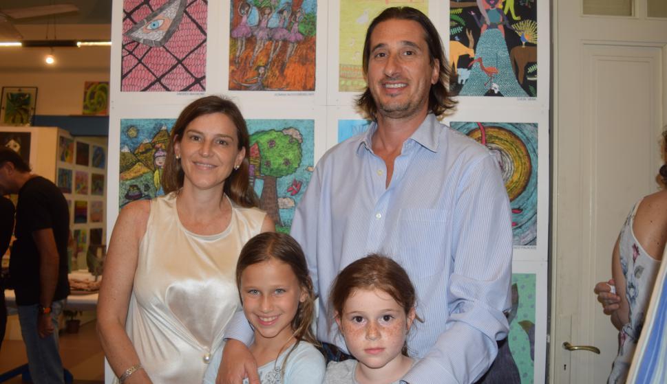 Cecilia Castillo, Romina, Florencia y Héctor Novogrebelsky.