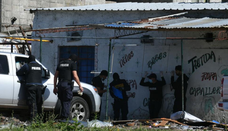 Operativo policial en Casavalle. Foto: Ariel Colmegna