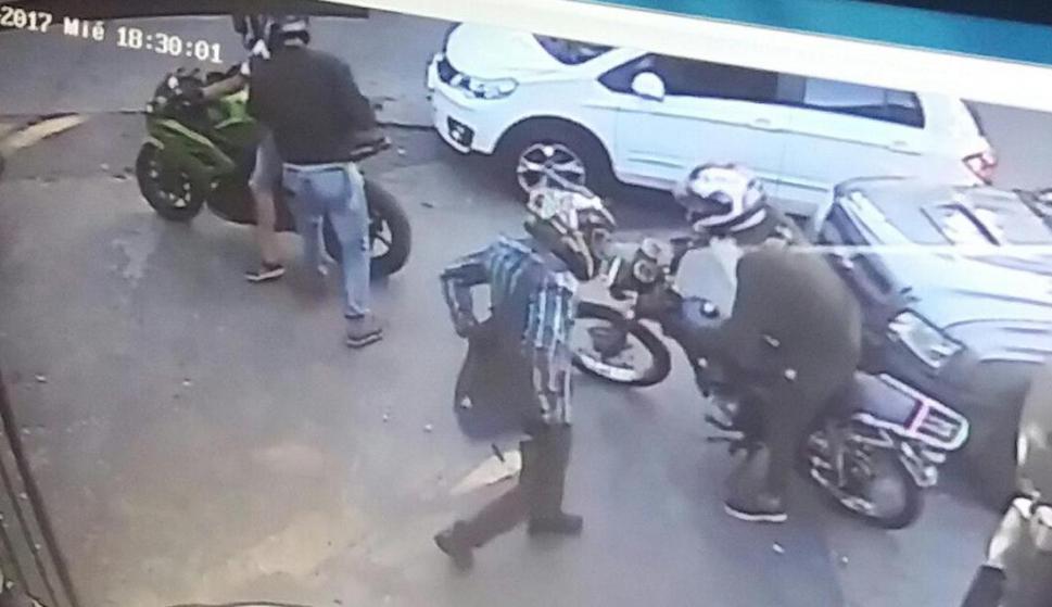 Los rapiñeros llegaron en motos de alta cilindrada. Foto: El País