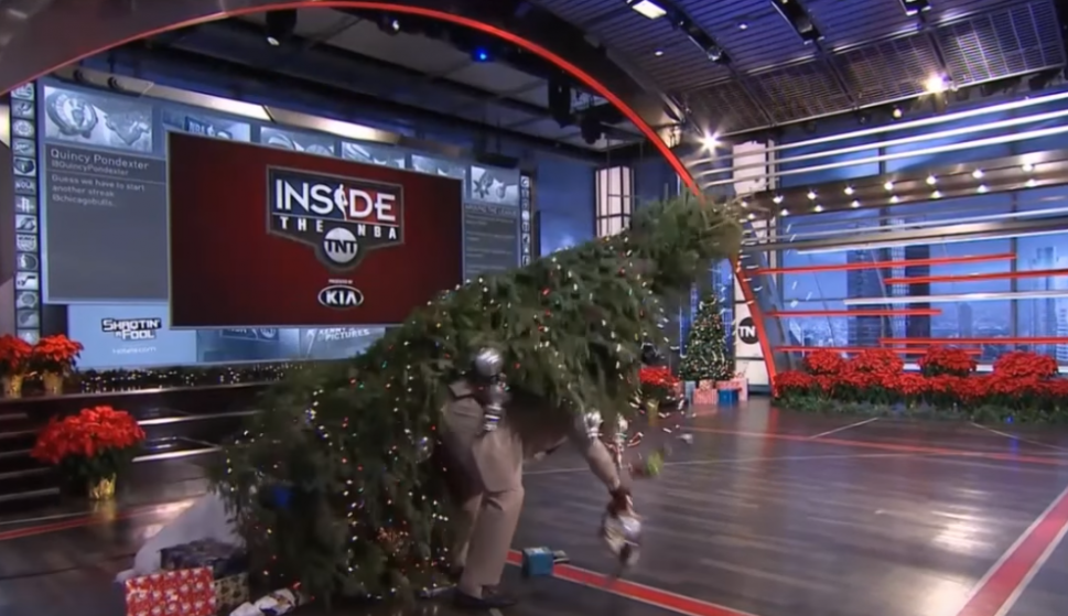 Shaquille O'Neal y el árbol de Navidad