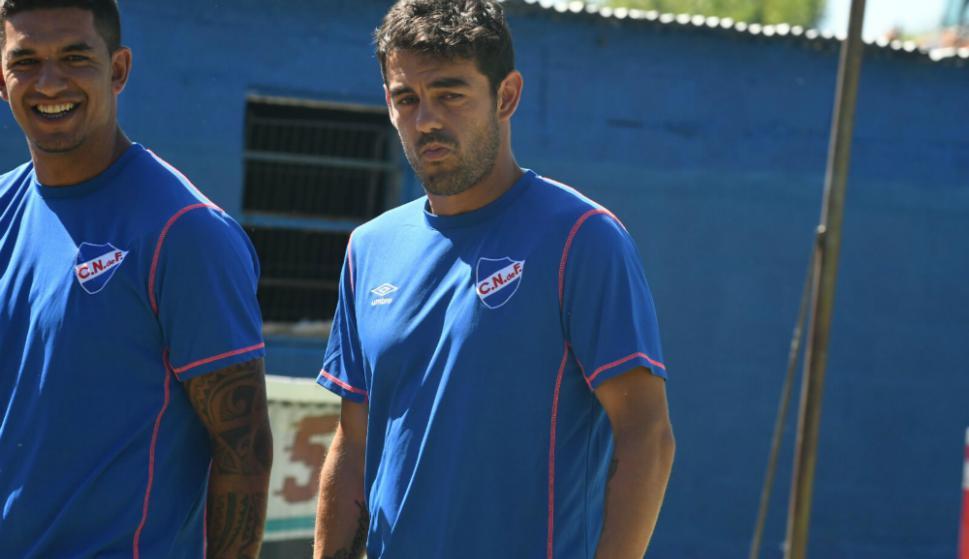 Luis Aguiar en Los Céspedes junto al capitán Diego Polenta