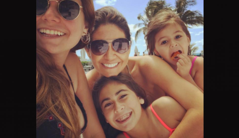 Verónica Alonso elige todos los veranos con sus hijas