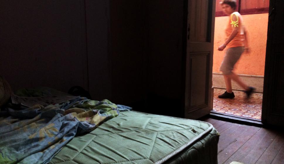 ¿Casa por una noche?: las pensiones son hospedajes de paso, sin embargo en aquellas a las que fue El País había personas y familias que residían hacía varios meses. Foto: F. Ponzetto