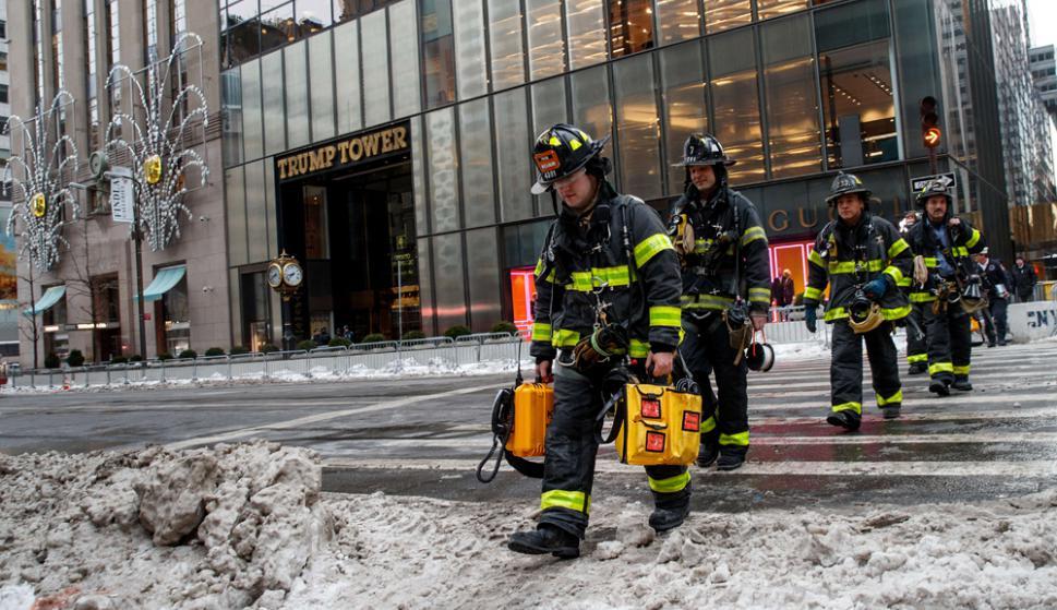 """Los bomberos de Nueva York llegaron en minutos e hicieron un trabajo increíble"""", tuiteó Eric Trump. Foto: AFP"""