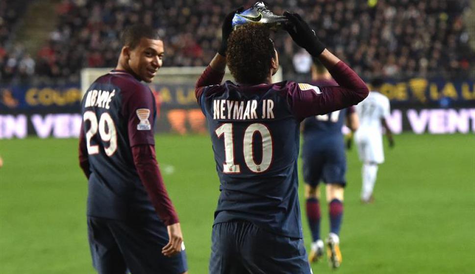 Neymar festeja su gol ante el Amiens. Foto: EFE
