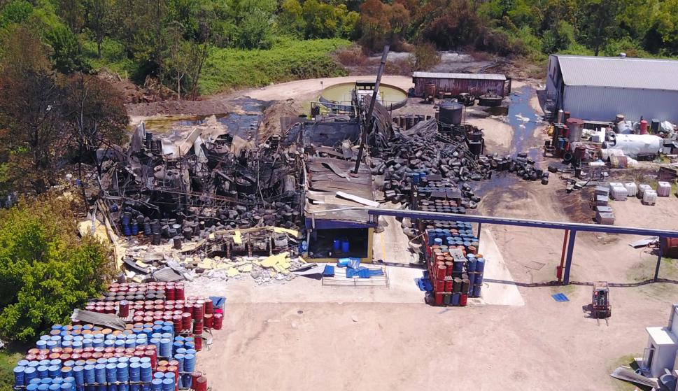 La fábrica incendiada el día después. Foto: Cedida a El País
