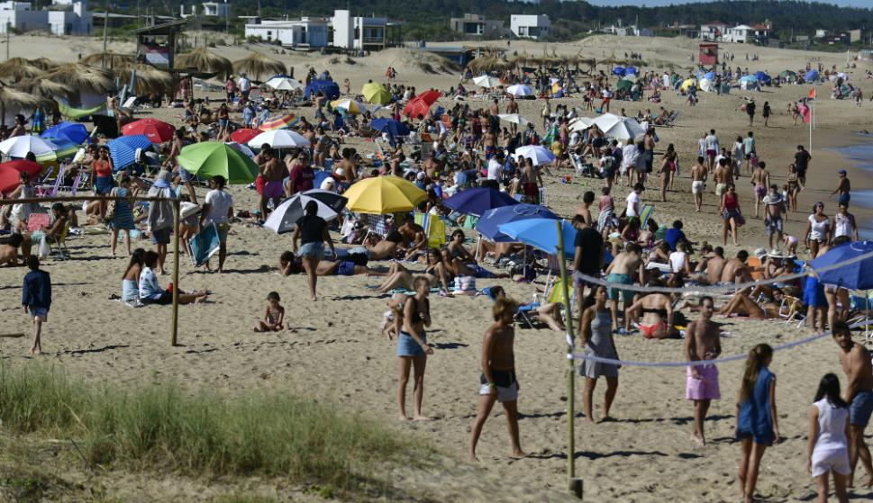 Las playas de La Pedrera, La Paloma y Cabo Polonia están repletas. Foto: Fernando Ponzetto