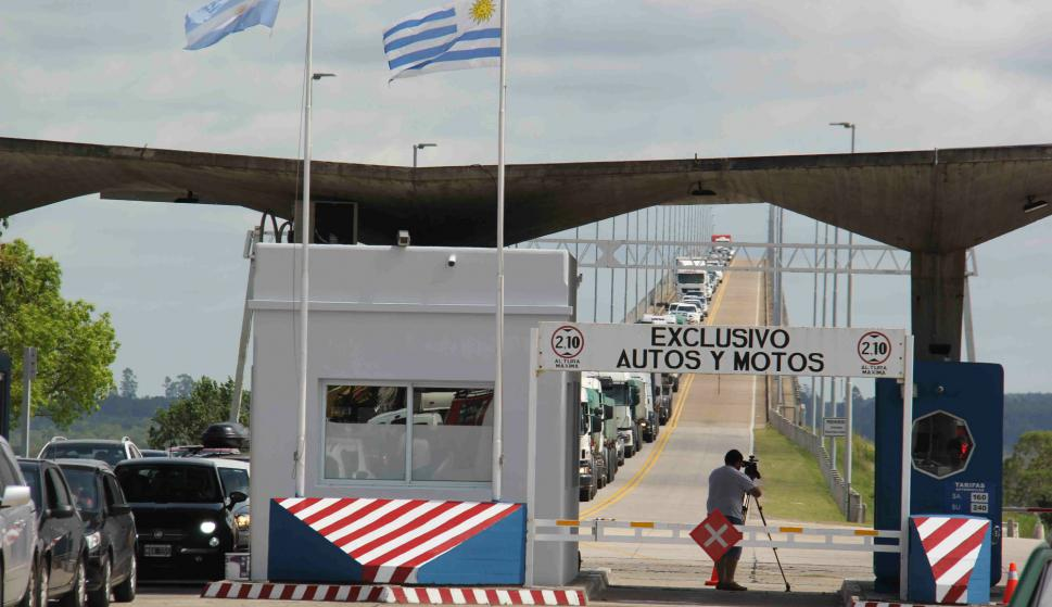 Recambio turístico en el puente San Martín. Foto: Daniel Rojas.