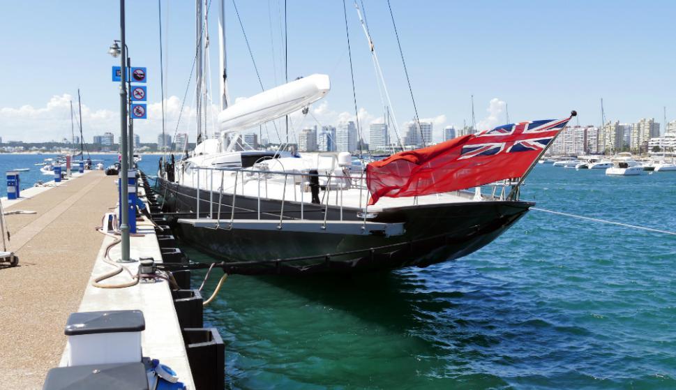 El yate más grande: el Pink Gin llegó al puerto de Punta del Este el 11 de diciembre y se va hoy. Foto: R. Figueredo
