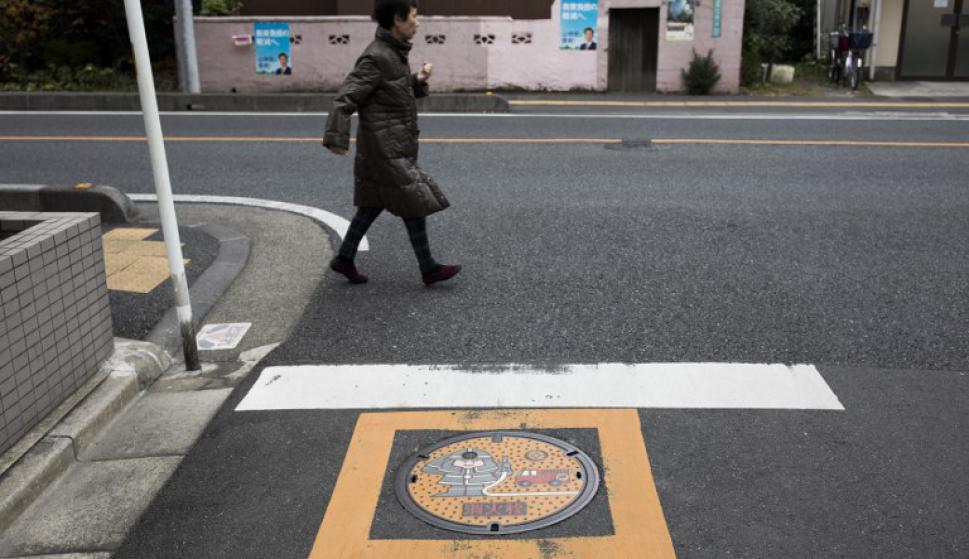 Las tapas convertidas en obras de arte. Foto: AFP