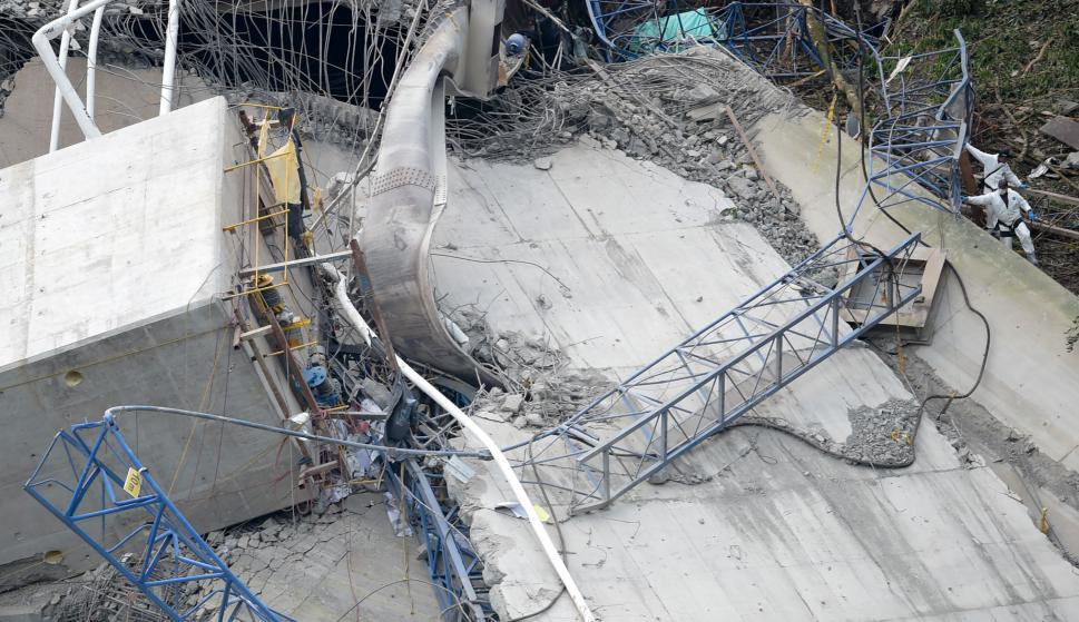 Derrumbe del puente en Guayabetal. Foto: AFP