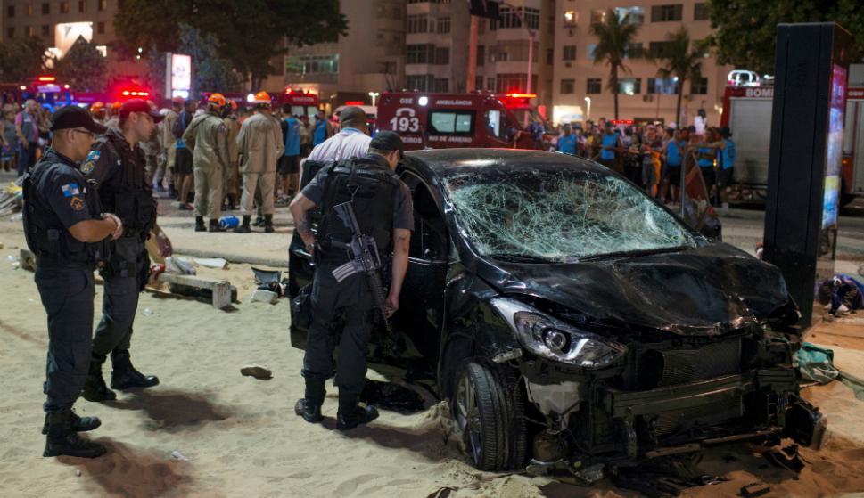 La Policía investiga las causas del accidente en la concurrida playa brasilera. Foto: Reuters