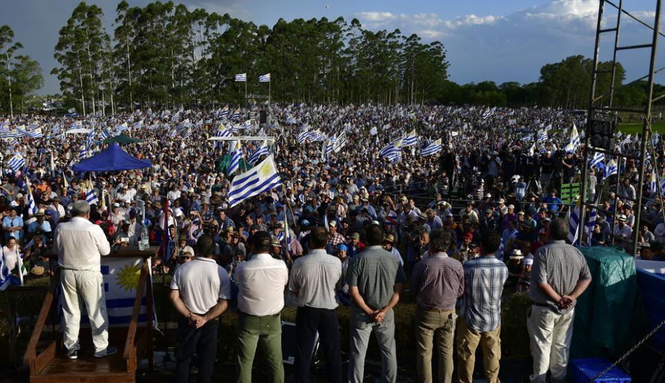 Muchos quedaron trancados en sobre la Ruta 5 y en los accesos a Durazno y no pudieron ingresar al predio. Foto F. Ponzetto