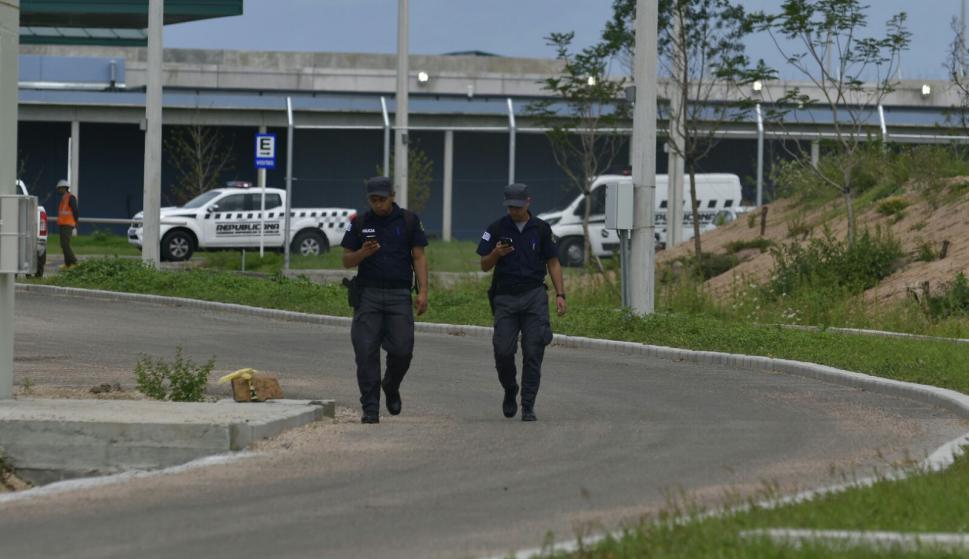 Traslado de presos desde el Comcar hasta la cárcel de Punta de Rieles. Foto: Fernando Pozetto