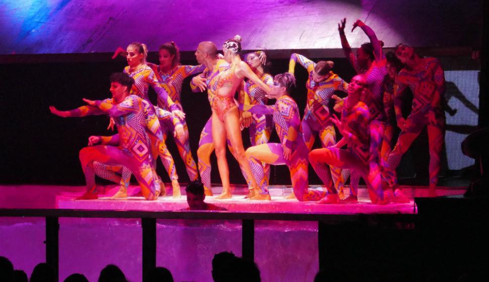 El show mezcla danza y acrobacia