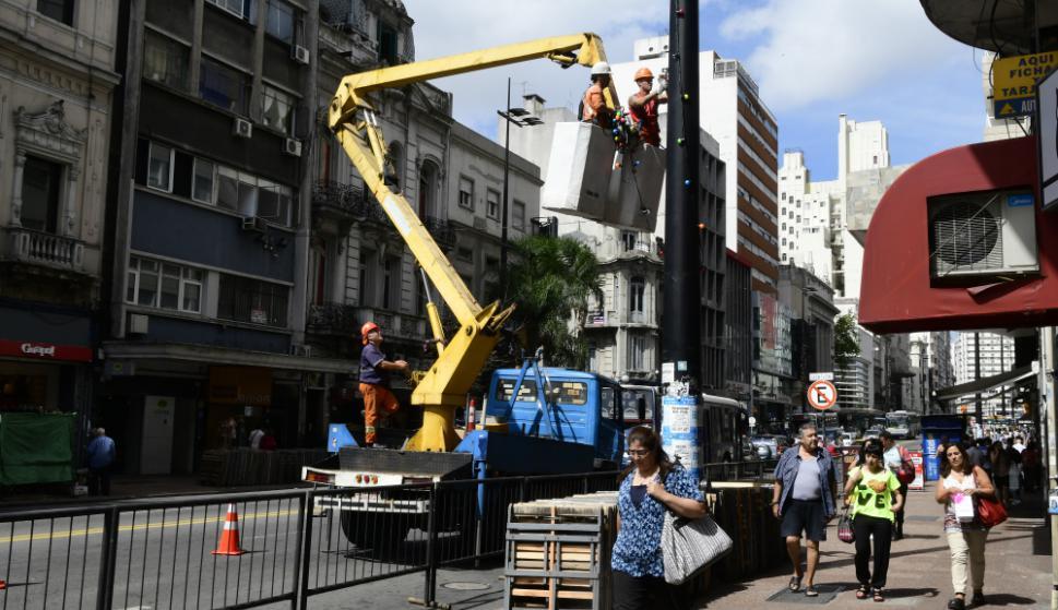 18 de Julio se prepara para el Desfile Inaugural de Carnaval. Foto: Marcelo Bonjour