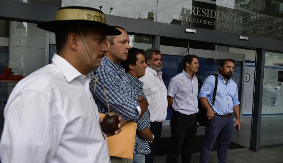 Quienes comenzaron la movida en Paysandú lograron ser recibidos por Vázquez. Foto: F. Ponzetto
