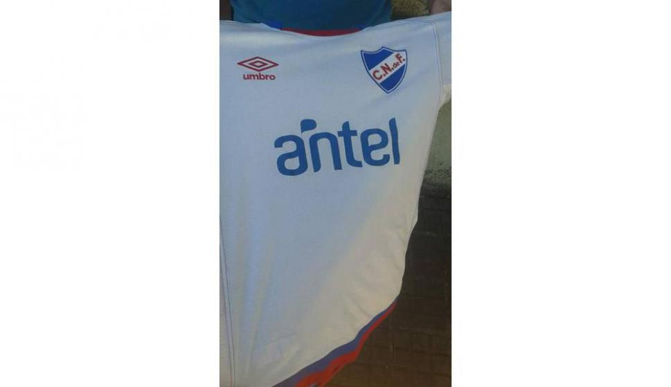 ¿El tricolor tiene nueva camiseta  - Fútbol - Ovación - Últimas noticias de  Uruguay y el Mundo actualizadas - Diario EL PAIS Uruguay 23a60f50fbb92