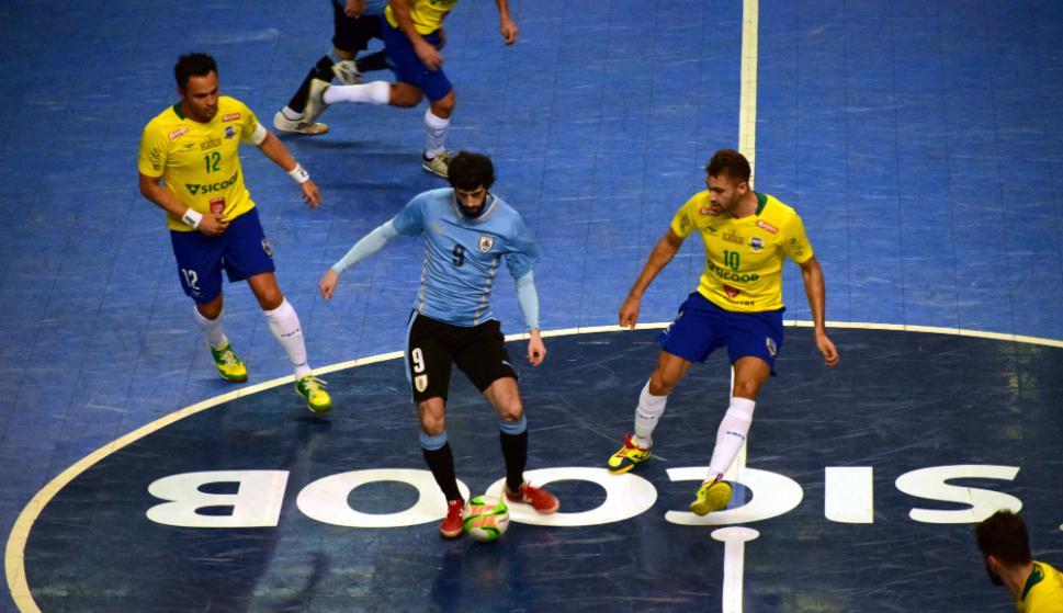 Uruguay ante Brasil en el Grand Prix. Fotos: Javier Vallvé