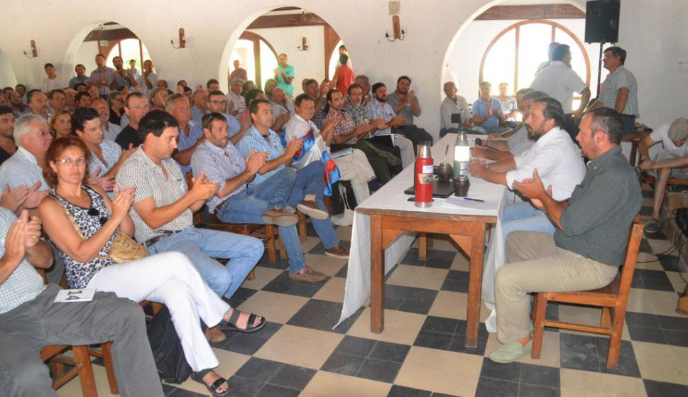 Autoconvocados del agro se reunen en Durazno. Foto: Víctor Darwin Rodríguez
