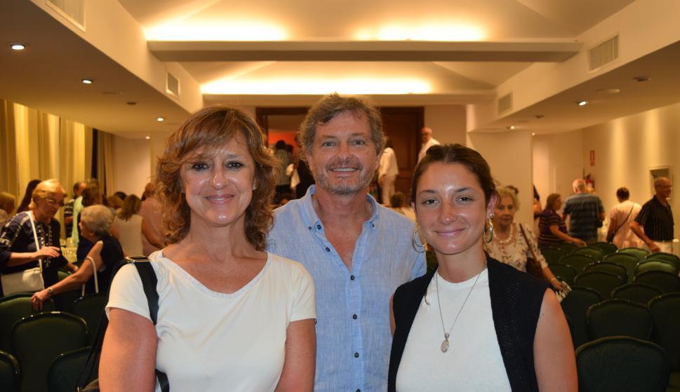 Analía, Daniel y Victoria Verger.