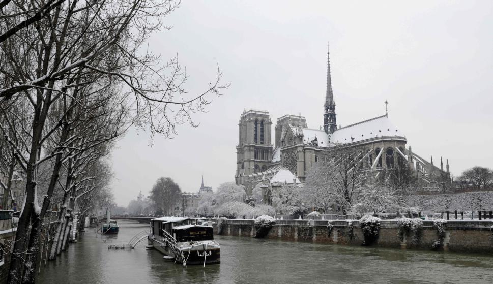 Vista desde el sena a la Catedral de Notre Dame