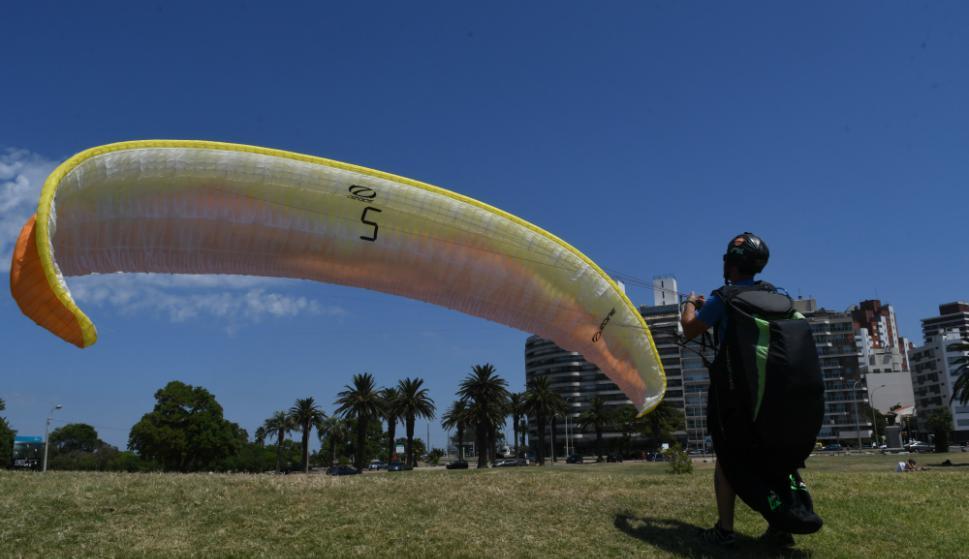 En las clases se busca dominar el ala hasta que tome la altura necesaria. Foto: A. Colmegna