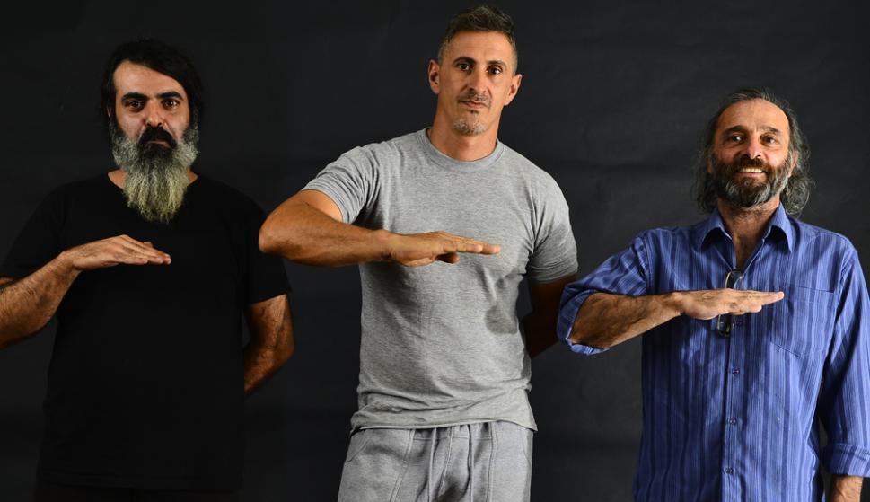 "Escépticos: Christian, Iván y Mario Aramendi, integrantes de ""Nivel plano"" . Foto: Gerardo Pérez"