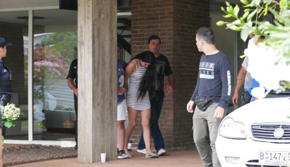 Una mujer fue detenida por estar presuntamente involucrada. Foto: Ricardo Figueredo