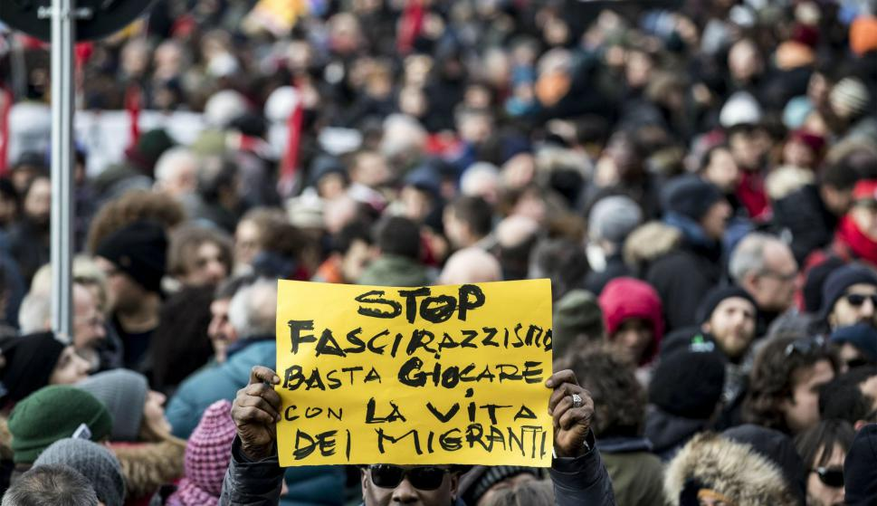 Manifestación contra el fascismo en la ciudad italiana de Macerata. Foto: Efe.