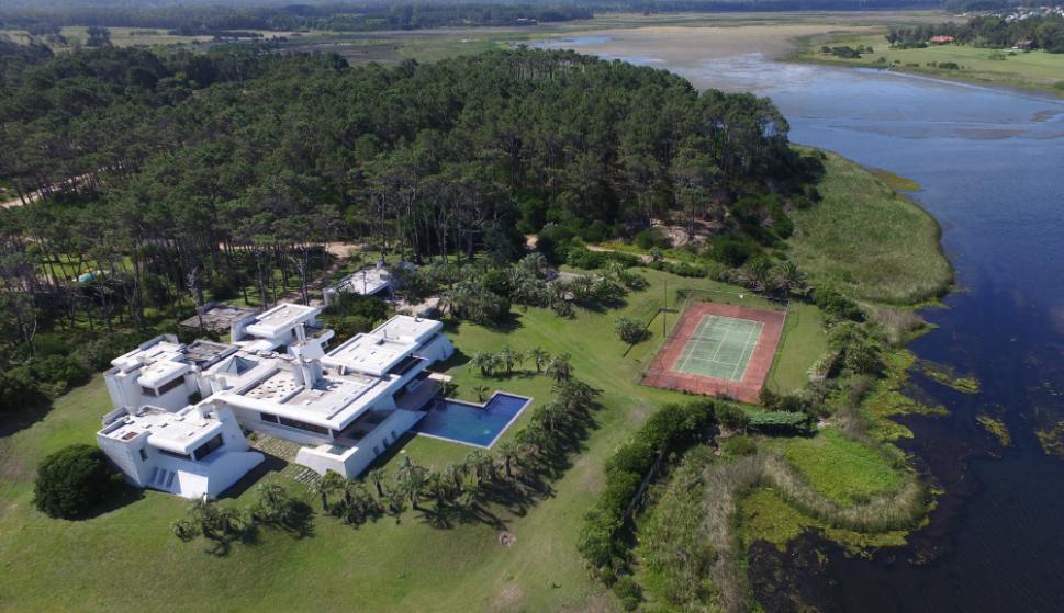 """La casa es una postal """"al ingreso"""" de Punta del Este. Foto: Ricardo Figueredo"""