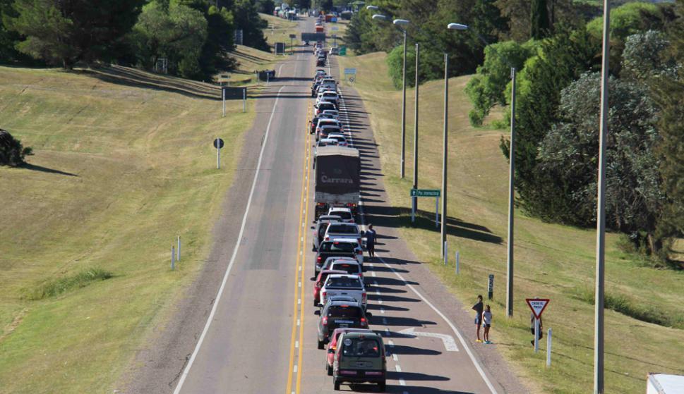 Hasta la tarde de ayer había cruzado el 25% de los autos que entraron el fin de semana. Foto: Daniel Rojas