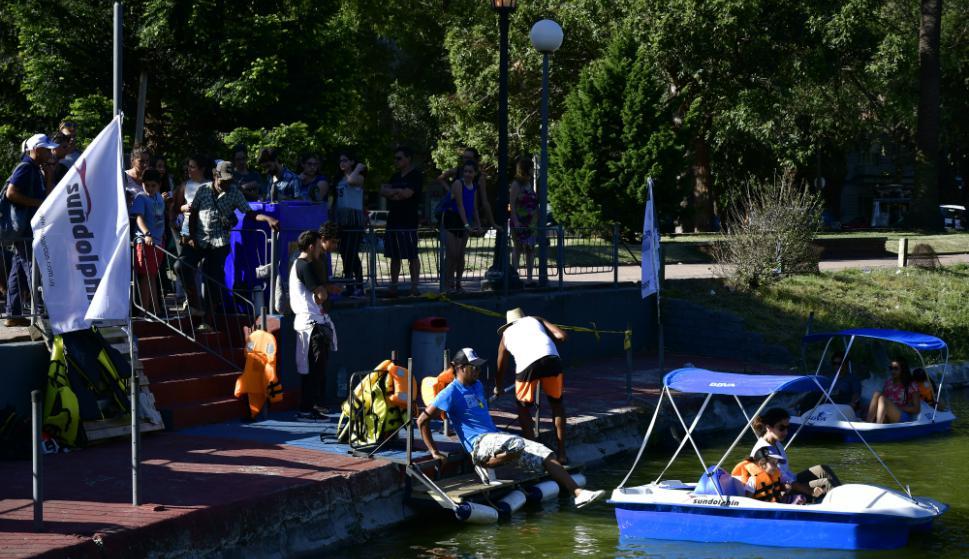 Con el reacondicionamiento del lago del Parque Rodó quedaron inauguradas las clásicas lanchitas. Foto: F. Ponzetto