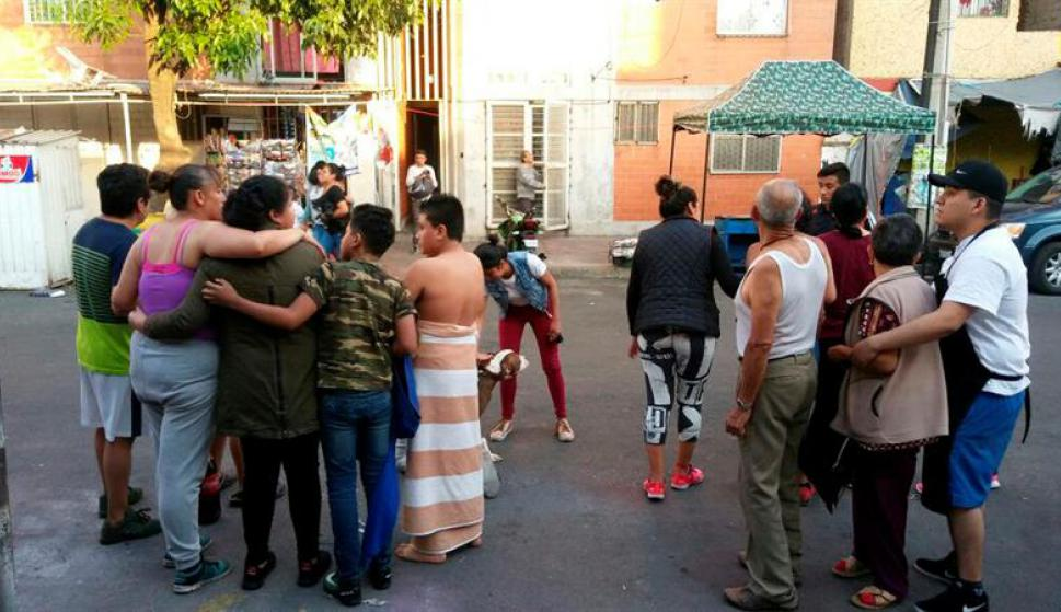 Cientos de personas fueron evacuadas tras el sismo de 7.0. Foto: EFE