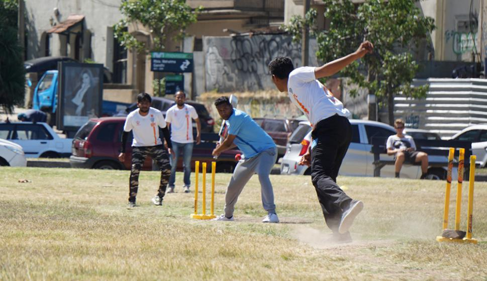 De India a Uruguay. El cricket se abrió un espacio en Montevideo de la mano de ingenieros y empleados de Tata Consultancy Services. Foto: El País