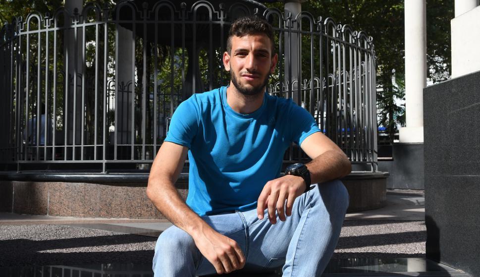 """Como en casa. """"Juventud es como una familia, me recibieron muy bien, es un buen grupo"""", dice Razine El Mustapha. Foto: Ariel Colmegna"""