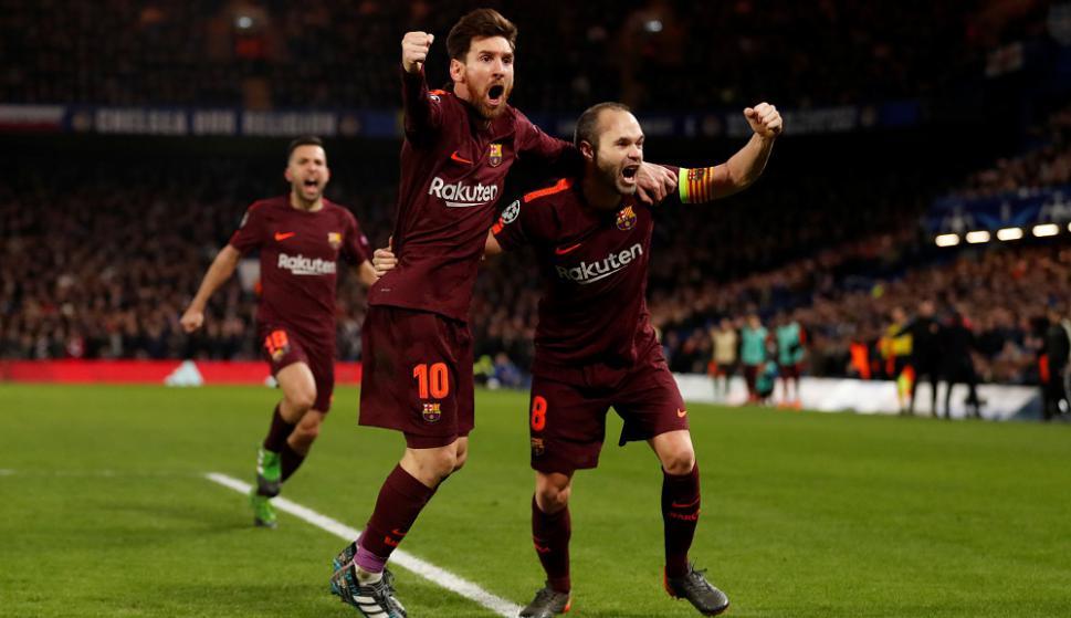 Lionel Messi y Andrés Iniesta festejan el gol de Barcelona. Foto: Reuters