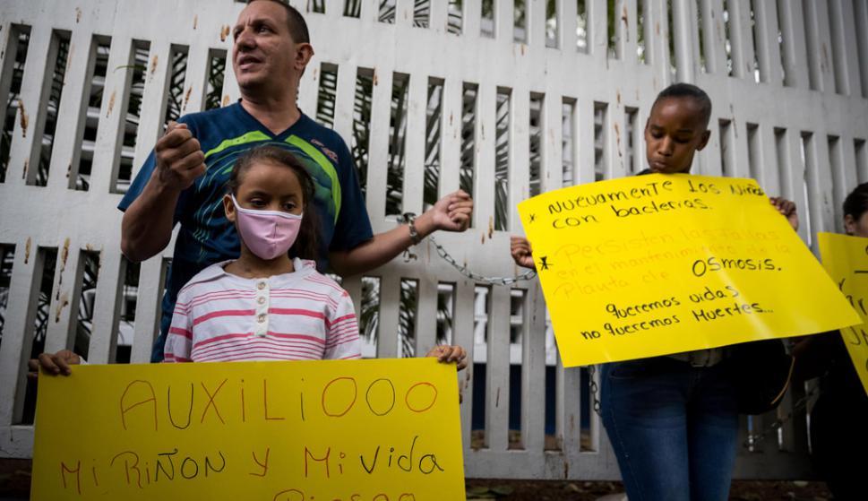 """""""Ayúdennos, no queremos morir"""", dijo una niña de 11 años trasplantada. Foto: EFE"""