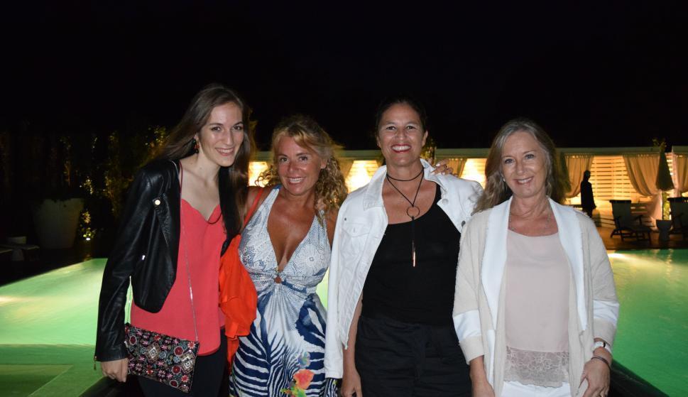 Carolina Smith Estrada, Verónica García Torrent, Verónica Cinalli, Silvina Crespo.