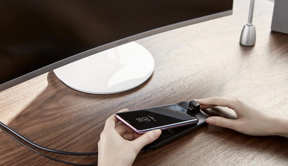 El celular cuenta con carga inalámbrica rápida. Foto: Samsung