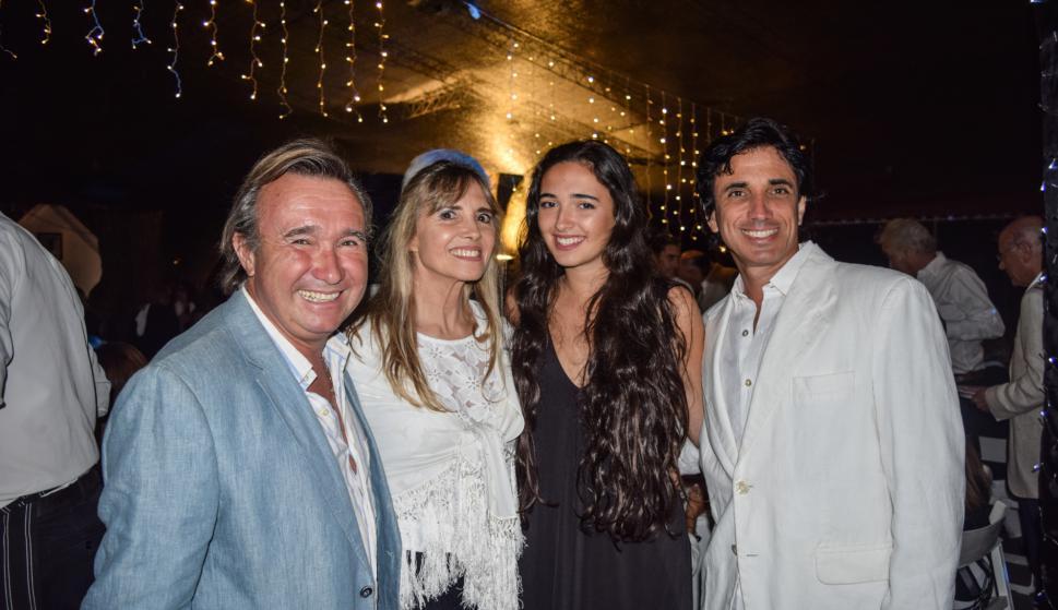 Alfredo Etchegaray, Betina Etchegaray, Alexia Smith Estrada, Santiago Smith Estrada.