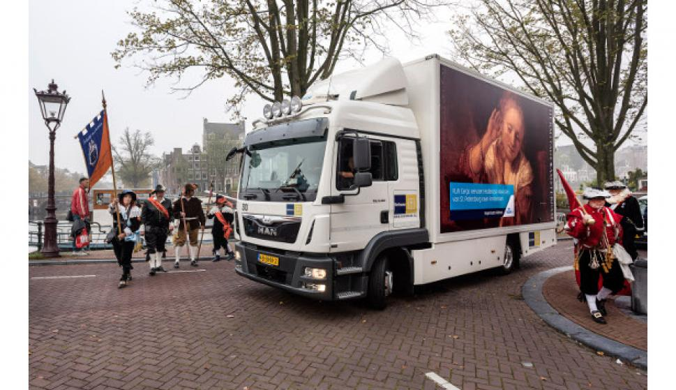 Las pinturas llegan a Ámsterdam. Foto Evert Elzinga
