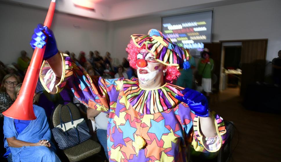 """Disfrazados de payasos, superhéroes, princesas y con pelucas, adultos, jóvenes y niños disfrutaron del """"Carnaval judío"""". Foto: Fernando Ponzetto"""