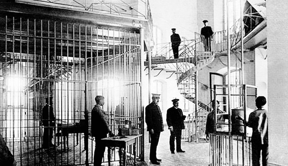 En 1880 Máximo Santos mandó construir la Cárcel de Miguelete. Foto restaurada por Daniel Machado