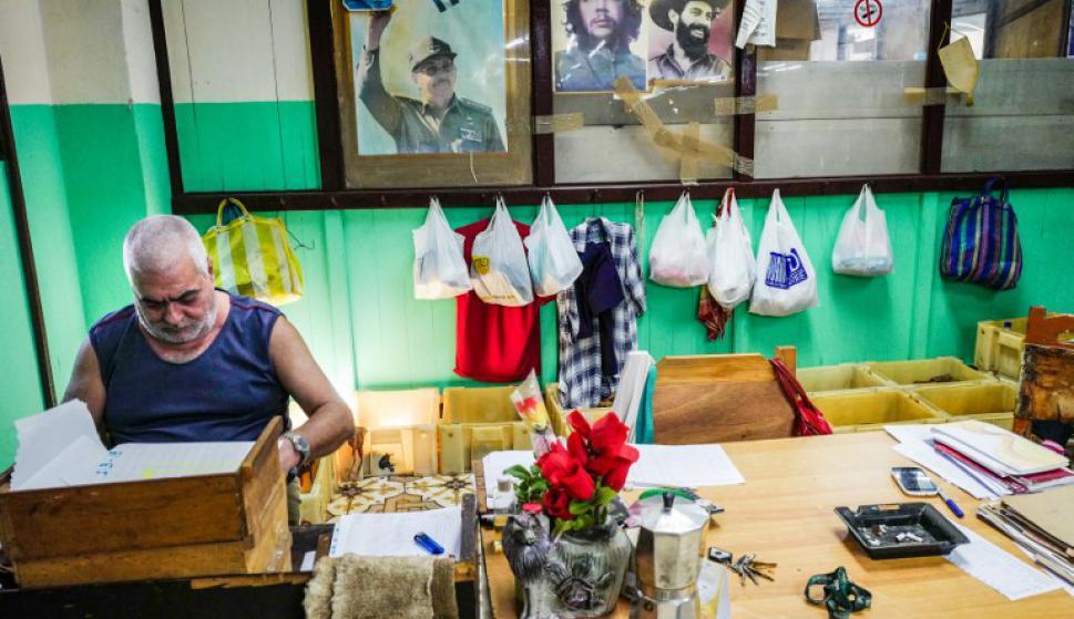 Así se fabrican los habanos en La Habana, Cuba. Foto: AFP