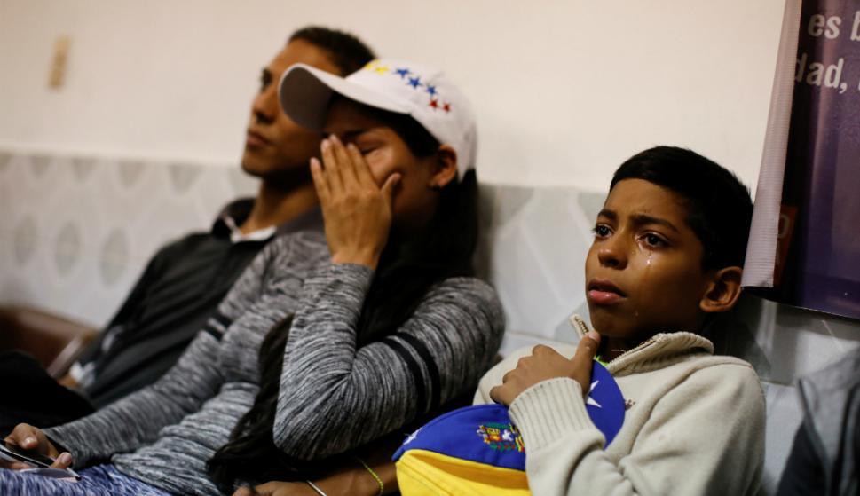 Desesperados. La mayoría de las familias de venezolanos que se exilian venden todo lo que tienen para pagarse los pasajes de ómnibus. Foto: Reuters.
