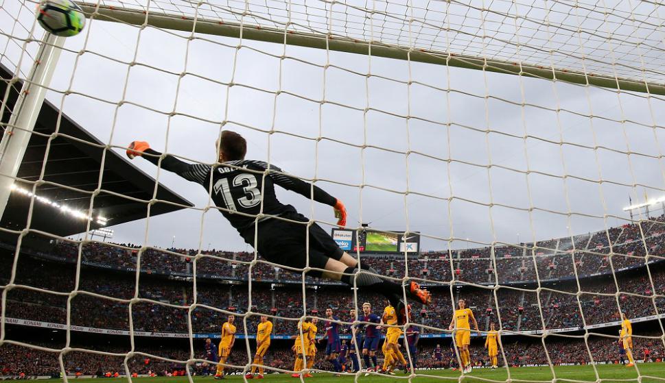 El tiro libre de Messi se metió en el ángulo de Oblak. Foto: Reuters