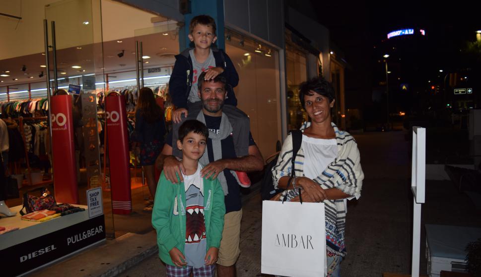 Lucas, Santiago, Matías y Marisa Gamondes.