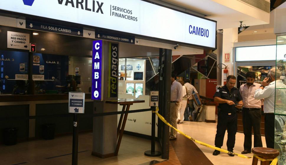 Asaltaron el Cambio Varlix en el Montevideo Shopping. Foto: Ariel Colmegna.