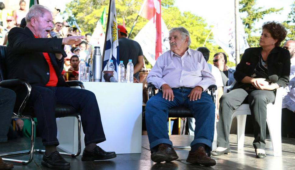 Lula Da Silva et José Mujica ont pris la parole à Livramento. Photo: AFP
